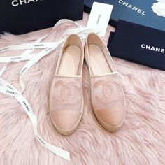 ☝🏻Click photo for more details☝🏻 😘Follow us for daily updates😘 ❤️worldwide shipping❤️😎 whatsapp: +60165425482/ +8618666021721 Dior Handbags, Burberry Handbags, Louis Vuitton Handbags, Fashion Handbags, Chanel Sandals, Chanel Purse, Chanel Bags, Hermes Bags, Gucci Bags