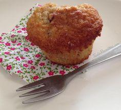 Muffins de baunilha com uvas passas e arandos, muito saborosos! Clique na imagem para descobrir a receita. #muffins #comida #receitas #lanche #cafedamanha #TudoReceitas #uvaspassa #arandos #baunilha