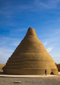 abarkouh icehouse with a conic shape, Yazd Province, Abarkooh, Iran © Eric Lafforgue Persian Architecture, Vernacular Architecture, Ancient Architecture, Art And Architecture, Historical Architecture, Qajar Dynasty, Iran Travel, Ancient Persia, Persian Culture