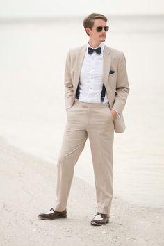 #HLo Tips: Traje de dos piezas con tirantes y pajarita un outfit inusual para playa saliendo de los típicos cánones.