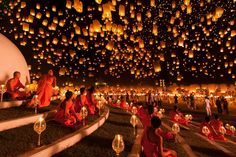 Floating lantern festival in Chiang Mai, Thailand. Each November, in the city of Chiang Mai in Thailand, take place the most mesmerizing lantern festival called Yi Peng (second full moon). Releasing a lantern into the air symbolizes the new beginning. Lantern Festival Thailand, Floating Lantern Festival, Floating Lanterns, Sky Lanterns, Paper Lanterns, Floating Lights, Lantern Lighting, World Photography, Photography Awards