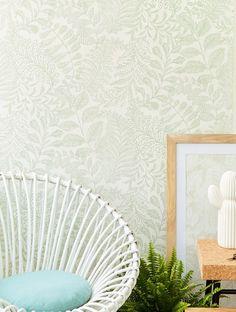 Lioba | Papeles de los 70 Dining Room Wallpaper, Interior Wallpaper, Green Wallpaper, I Wallpaper, Pattern Wallpaper, Cottage Renovation, Natural Background, Simple Furniture, Art Nouveau Design
