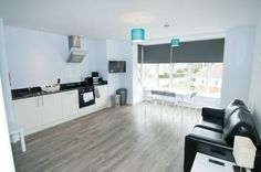 Broadway House Apartment 4 Bournemouth Broadway House Apartment 4 is 400 yards from Overcliff Drive, with direct beach access to Bournemouth?s 7-mile beach, just 50 yards from Southbourne Grove and 500 yards from Southbourne Beach. Free limited private parking is available on-site.
