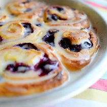 Lemon Blueberry Sweet Rolls Pioneer Woman dough is meh but the filling is super yummy) Freezer Cooking, Cooking Recipes, Freezer Meals, Pie Recipes, Yummy Recipes, Blueberry Sweet Rolls, Blueberry Danish, Blueberry Pancakes, Blueberry Recipes