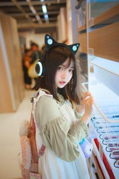 Check out these Japanes theme cosplay characters. Loyal cosplay showing their costumes… it is amazing the costumes that they have come up with. A Weekend of Cosplay At It's Best in Japan! Asian Cute, Cute Korean, Cute Asian Girls, Korean Girl, Cute Girls, Kawaii Cosplay, Cute Cosplay, Cosplay Girls, Beautiful Japanese Girl