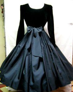 Vintage 1950s Black Velvet Taffeta Full Circle Party Cocktail Holiday Dress!  Gorgeous!