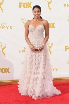 Lea Michele vestindo Marchesa, Emmy Awards 2011
