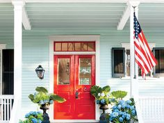 The South's top architects share their best exterior paint color combinations for your home. Hydrangea Potted, Smooth Hydrangea, Hydrangea Not Blooming, Hydrangeas, Hydrangea Care, Potted Plants, Best Exterior Paint, Exterior Paint Colors, Stucco Exterior