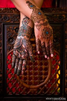 This incredible mehndi artist brings us super gorgeous henna designs for our annual contest! Beautiful Henna Designs, Mehandi Designs, Mehndi Tattoo, Henna Mehndi, Henna Tattoos, Glitter Henna, Mehndi Photo, Henna Artist