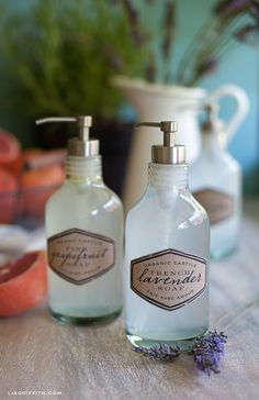 Organic Castile Hand Soap I want to try this recipe. Looking for a natural hand soap to add my Doterra oils too and that does not irritate my excema! All Natural Cleaning Products, Diy Cleaning Products, Homemade Beauty, Diy Beauty, Limpieza Natural, Liquid Hand Soap, Perfume, Cleaners Homemade, Tips Belleza