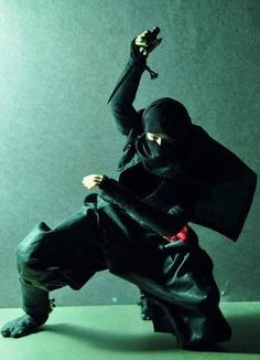Ninjitsu posted by: © █║ Rhèñdý Hösttâ ║█ Ninja Armor, Ninja Weapons, Samurai Warrior, Warrior 2, Ninja Japan, Female Ninja, Arte Ninja, Art Of Fighting, Japanese Warrior