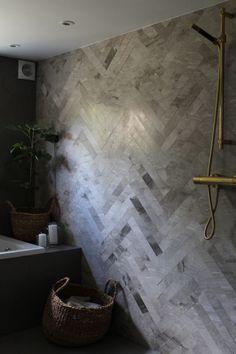 Renovering af badeværelse i kælderen. Bathroom Inspiration, Interior Inspiration, Bathroom Ideas, Lake House Plans, Good House, Shades Of Grey, Bathroom Interior, Future House, Basement