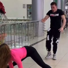Funny Vid, Funny Clips, Haha Funny, Funny Memes, Hilarious, Cool Inventions, Dance Moves, Handstand, Tik Tok