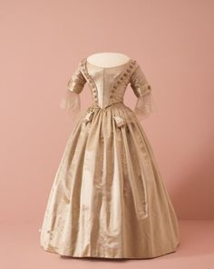 1842 British Silk Three-Piece Gown.(Image via National Gallery of Victoria, Melbourne)