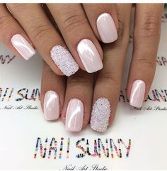 False nails have the advantage of offering a manicure worthy of the most advanced backstage and to hold longer than a simple nail polish. The problem is how to remove them without damaging your nails. Natural Wedding Nails, Simple Wedding Nails, Wedding Nails Design, Wedding Beauty, Pink Wedding Nails, Diy Nails, Cute Nails, Pretty Nails, Bride Nails