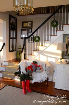 Simplified decorating with the miniature boxwood wreaths on the staircase and on the mirror. Very nice! http://3.bp.blogspot.com/-9b-4J9vu16I/Up_7STIf-DI/AAAAAAAAlFk/_4_mcsX6PPE/s1600/foyer-Christmas-foyer-wide+shot-stonegableblog.com.jpg