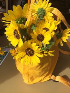 Image about aesthetic in flores by Itzy on We Heart It Yellow Flowers Names, Yellow Roses, Yellow Theme, Honey Colour, Landscape Illustration, Illustration Art, Mellow Yellow, Yellow Sun, Yellow Leaves