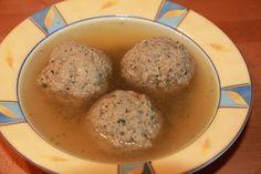 Bayerische Leberknödelsuppe http://kulinarica.blogspot.de/2014/11/bayerische-leberknodel-suppe.html