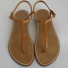 Sandals Summer Tropeziennes - Women sandals - Rondini More - There is nothing more comfortable and cool to wear on your feet during the heat season than some flat sandals. Coral Sandals, T Strap Sandals, Flat Sandals, Gladiator Sandals, Leather Sandals, Mens Flip Flops, Buy Shoes, Me Too Shoes, Looks Pinterest