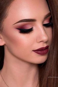 Makeup ideas for Valentine's Day are mostly sexy or romantic because this day is so amorous. Click to see the sexiest makeup looks for the most romantic holiday.