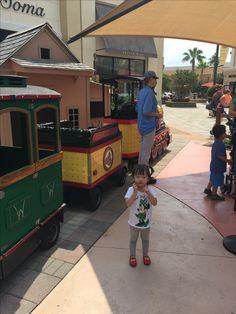 소연 이모가 꼬마 기차도 태워줬다.