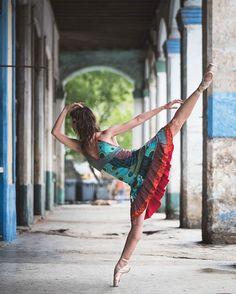 Fotógrafo capta imagens esplêndidas de bailarinos nas ruas de Cuba