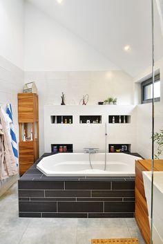 Badkamer met een jacuzzi Bathtub, Exterior, Bathroom, Modern, Jacuzzi, Houses, Standing Bath, Washroom, Bathtubs
