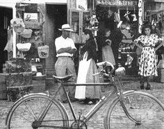 Ibiza 60s-70s Ibiza Formentera, Strange Photos, Black And White Pictures, Great Photos, Traditional Outfits, Vintage Photos, Bicycle, Photography, Painting