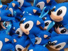 Compre chaveiro em feltro-sonic no Elo7 por R$ 8,39 | Encontre mais produtos de Lembrancinhas para Festas e Lembrancinhas parcelando em até 12 vezes | chaveiro feito em feltro para lembrancinhas  tamanho :11cmx7cm  tema sonic  confeccionado a mão  com enchimento de manta siliconada  o val..., 60DC02 Sonic Birthday Parties, Sonic Party, 5th Birthday, Pokemon Party, Sonic And Shadow, Christmas Sewing, Diy Toys, Sonic The Hedgehog, Dinosaur Stuffed Animal