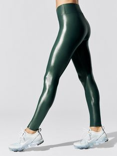 Regular Rise Full-length Takara Legging In Hunter Green Skin Tight Leggings, Women's Leggings, Black Leggings, Shiny Leggings, Nylons, Girls Sports Clothes, Sporty Clothes, Sleek Look, Yoga