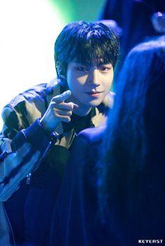 Dramas, Korean Drama Best, Handsome Korean Actors, Dark Wallpaper Iphone, Disney Wallpaper, Kdrama Actors, Cha Eun Woo, Drama Film, Angels