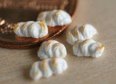My world on the table: Meringue & open star decorating tip tutorial using air dry clay for meringues