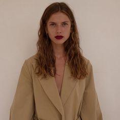 """453 curtidas, 11 comentários - GG Mae Ringel (@gigiringel) no Instagram: """"Bare skin, coat lips for @russhmagazine"""""""