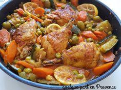 Un plat avec beaucoup de saveurs et de couleurs. Je fais de la semoule en accompagnement. Pour 2 personnes 2 cuisses de poulet (ou 1/2 poulet) 1 grosse courgette 4 carottes 250 g de petits pois surgelés 1 oignon 2 gousses d'ail 2 tomates (facultatif)...