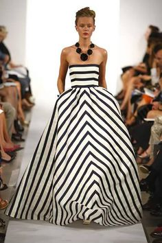 I LOVE this dress. Who knew you could take two such simple colors mixed with stripes and come up with a masterpiece! ( I guess Oscar de la Renta did ;)