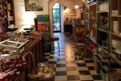 PIETRASANTA. Definire Memorie, la bottega-caffè che si affaccia su due strade - le vie Garibaldi e XX Settembre - un concept store è riduttivo e forse un po' troppo metropolitano.  Memorie, in realtà,...