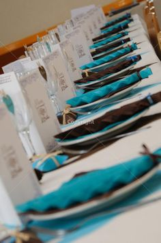 blue and brown wedding table - Touslesmariages.com