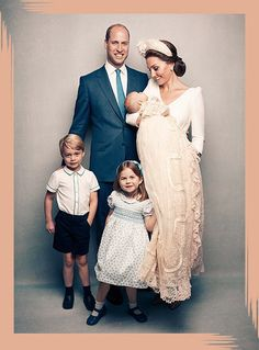 Prince William, Duke of Cambridge et al. posing for the camera: Prince William, Kate Middleton, Prince George, Princess Charlotte and Prince Louis Kate Und William, Prince William Et Kate, Prince William Family, Kate Middleton Prince William, Royal Family Portrait, Family Portraits, Duke And Duchess, Duchess Of Cambridge, Principe William Y Kate