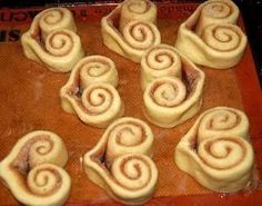 neat way to bake cinnamon rolls