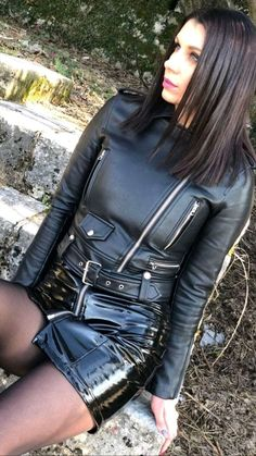 Made to measure leather jackets. Classic designs custom made for each customer. - Leather clad girl Source by chrissyops - Leather Fashion, Leather Men, Black Leather, Leather Jackets, Leather Mini Skirts, Leather Skirt, Sexy Rock, Leder Outfits, Latex Girls