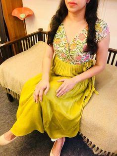 Salwar Pattern, Kurta Patterns, Dress Indian Style, Indian Wear, Indian Suits, Indian Attire, Simple Kurta Designs, Bridal Blouse Designs, Dress Designs