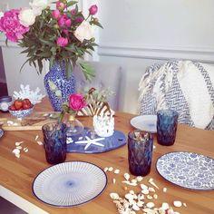 Modré poháre na vodu Table Decorations, Furniture, Home Decor, Decoration Home, Room Decor, Home Furnishings, Home Interior Design, Dinner Table Decorations, Home Decoration