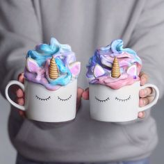 Unicorn Smoothie Cups 🦄🍭🌸💖💫 Smoothie made with frozen bananas, strawberries & blue spirulina 💦 Creamy & delicious breakfast ✨ Cute Desserts, Delicious Desserts, Yummy Food, Awesome Desserts, Vegetarian Desserts, Unicorn Birthday Parties, Unicorn Party, Unicorn Pics, Bolo Tumblr