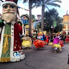 Celebra tu cultura latinoamericana con el espectáculo Disney ¡Viva Navidad! en Disney California Adventure, hasta el 6 de enero del 2015. VIDEO