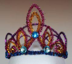DIY: Prinzessinnenkrone aus Pfeifenputzern