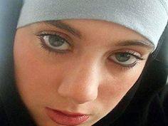 Wanted by Interpol: Arrest warrant issued for British 'White Widow' terror suspect Samantha Lewthwaite at Kenya's request - Africa - World -...