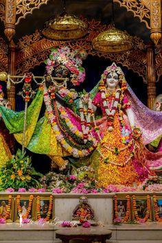 Radha Krishna Holi, Jai Shree Krishna, Radha Rani, Krishna Love, Hare Krishna, Radha Kishan, Laddu Gopal Dresses, Lord Krishna Hd Wallpaper, Krishna Photos