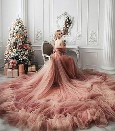 Discovered by ℳξℓ❂. Find images and videos about girl, fashion and style on We Heart It - the app to get lost in what you love. Ball Dresses, Ball Gowns, Prom Dresses, Wedding Dresses, Elegant Dresses, Pretty Dresses, Glamouröse Outfits, Fantasy Gowns, Fairytale Dress