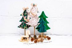 Tutorial: Fabric Christmas trees with wooden dowel stands