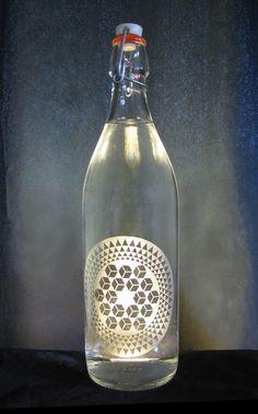 Have an idea or design? Let us #etch it for you! #Cubes & #Star #Crop #Circle #1 #SugarHill2007 #Etched #Glass #Water #Bottle #BottlenSoul  www.bottle-n-soul.com www.etsy.com/shop/BottlenSoul